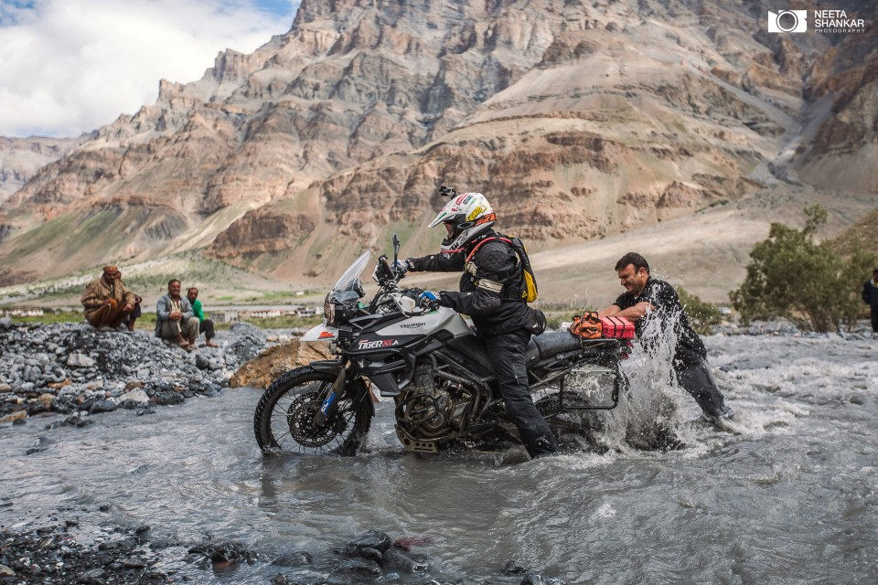 spiti-valley-breathtaking-picturesque-beautiful-photo-tour-neeta-shankar-photography-night-milkyway-long-exposure-haida-filter-vanguard-tripod-lifestyle-portrait-street-buddha-jcb-off-roading-bike-trip