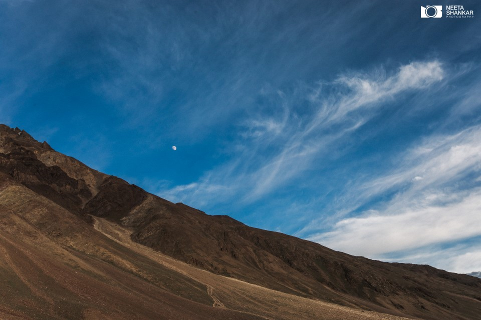 spiti-valley-breathtaking-picturesque-beautiful-photo-tour-neeta-shankar-photography-night-milkyway-long-exposure-haida-filter-vanguard-tripod-lifestyle-portrait-street-buddha-jcb-off-roading-bike-trip-chandra-tal