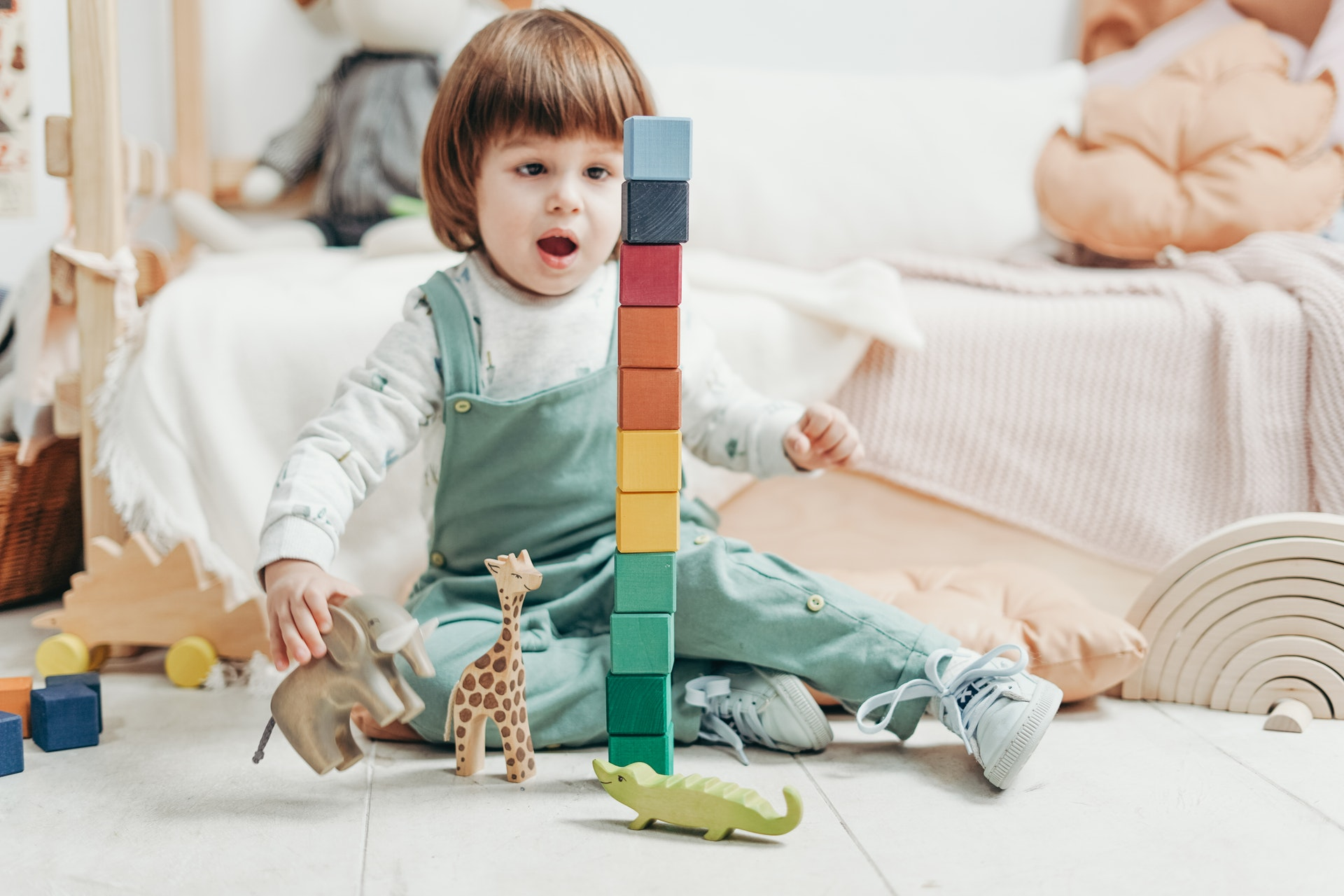 kid-toddler-with-building-blocks-lego-learning-cube-academy-best-preschol-in-plano-texas